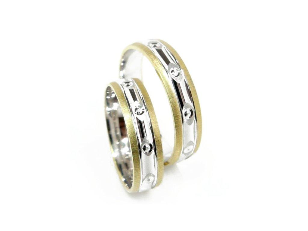 3959 1 zlate snubni prsteny