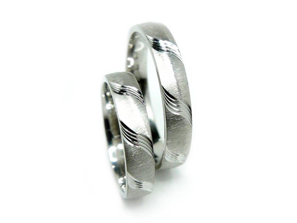 4853 1 zlate snubni prsteny