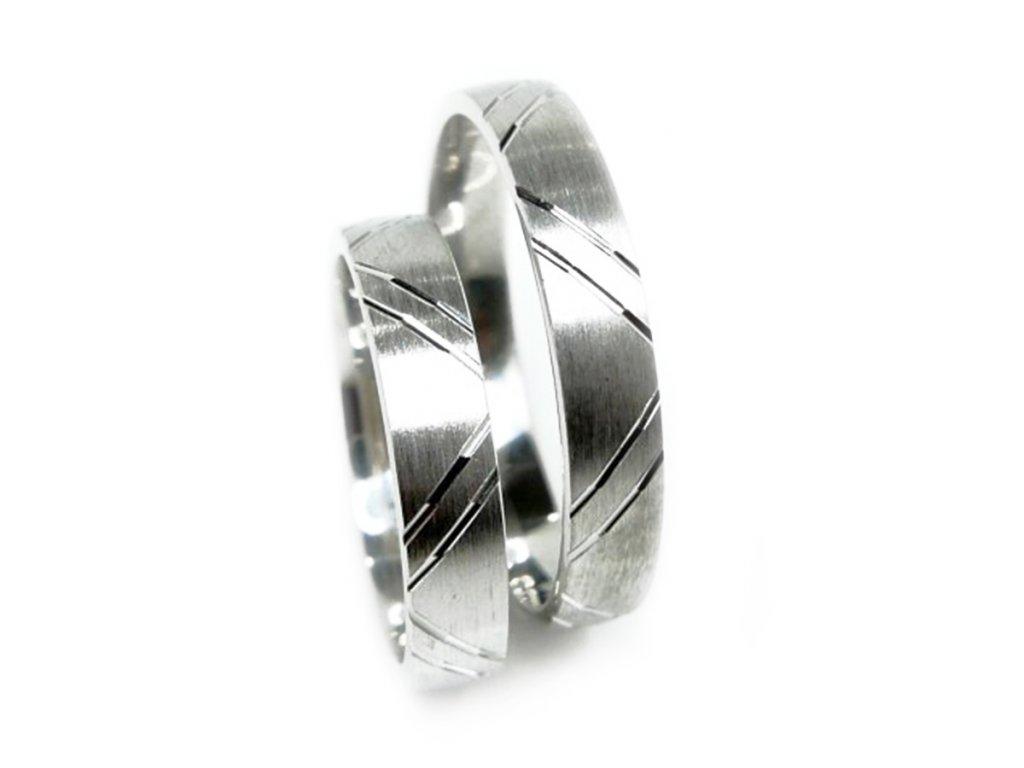 4856 1 zlate snubni prsteny