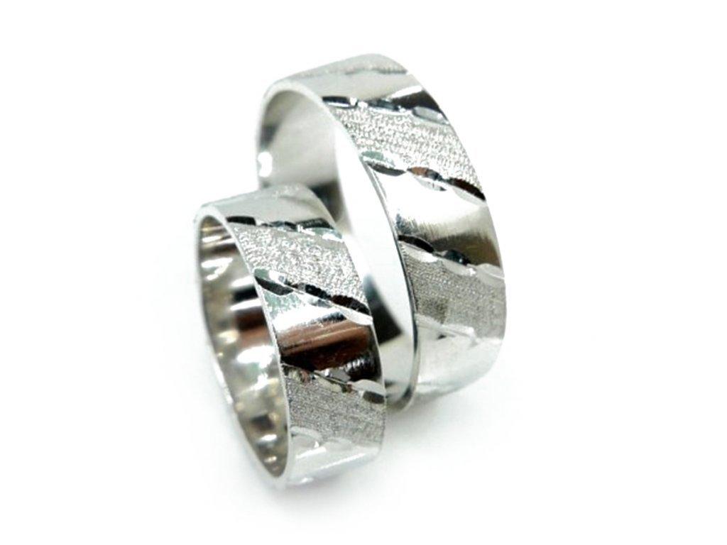 5645 1 zlate snubni prsteny