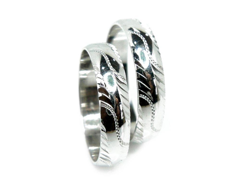 3077 1 zlate snubni prsteny