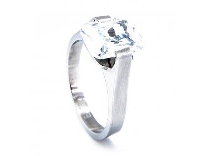 Prsten se zirkonem z chirurgické oceli