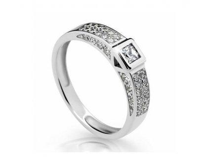 Netradiční zlatý prsten se zirkony