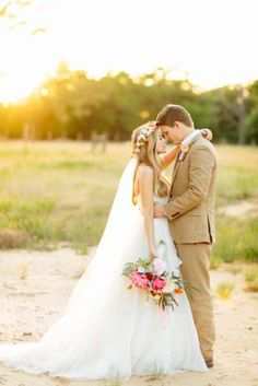 a9454bb966f3a9a9e5f846ae825f118b--wedding-couple-poses-wedding-photo-poses