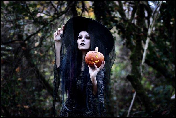 Oblečte sa na Halloween - kostýmy pre dámy