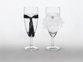Svadobné poháre Nevesta so šatami a ženích