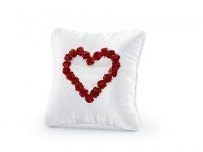 Biely vankus pod obrucky červene srdce