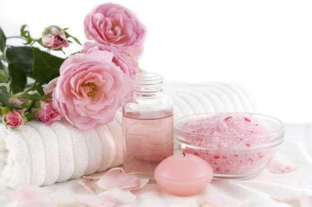Rózsavíz - engedje meg Önnek a királyi bőr- és hajápolást