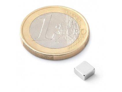 Neodymový kvádrový magnet 5x5x2,5 mm (1ks)