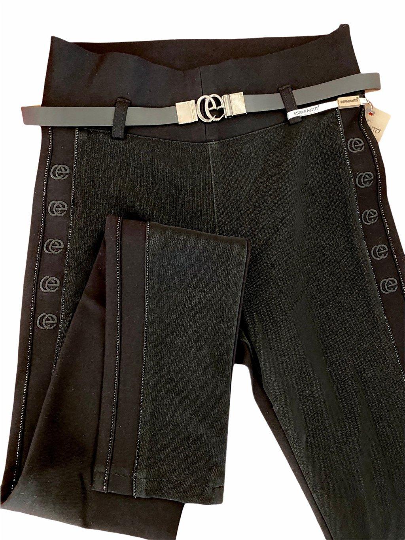 Dámské skinny kalhoty zdobené kameny a výšivkou