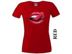 Červené dámské levné tričko s jahodou a rty