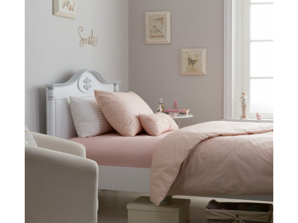 povleceni na divci postel vernal