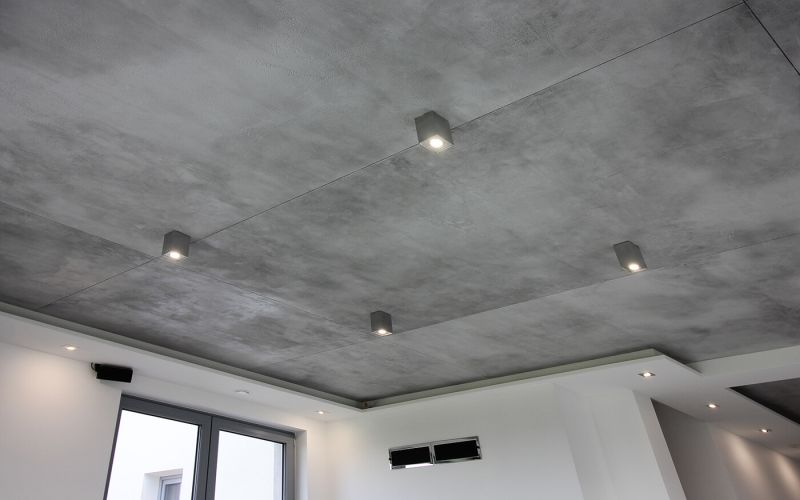 Ako najlepšie naniesť benátsky štuk na strop