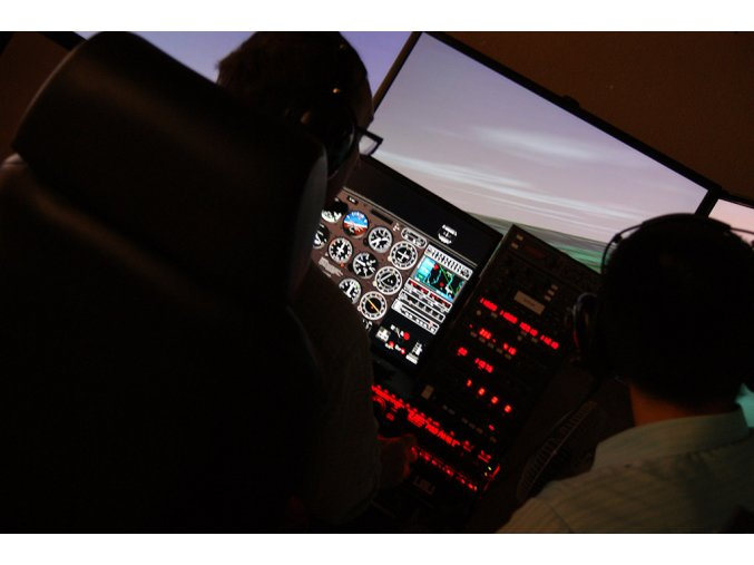 ELITE BATD (profesionální letecký simulátor k pronájmu pro firemní akce)