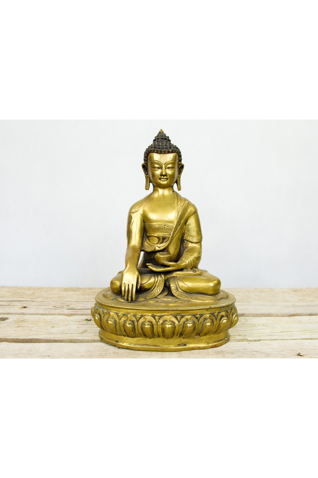 Masivní socha Buddha s gestem probuzení - střední