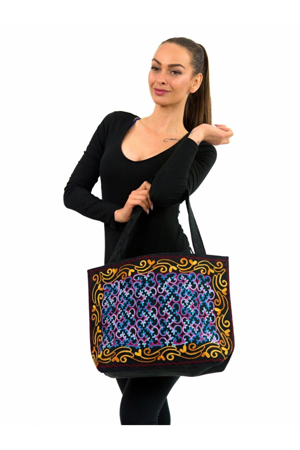 Vyšívaná kabelka přes rameno Manju - černá