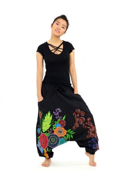 Teplejší harémové kalhoty Asmita  - černé s květy