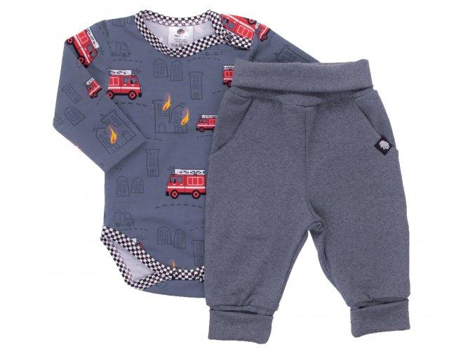 Kojenecká souprava s dlouhým rukávem Hasiči. Oblečení pro miminka, kojenecké soupravy, body, tepláčky, bundy, polodupačky. Bodyčko s červenými hasičskými auty. Vyrobeno v Česku z té nejkvalitnější bavlny