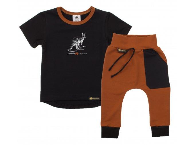 Souprava tričko s krátkým rukávem a tepláčky Pomoc Austrálii s klokanem. Oblečení pro miminka, kojenecké a dětské oblečení. klokan s mládětem. Krátký rukáv, černé tričko s hořčicovým lemem.