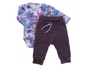 Kojenecká souprava Hippokids Vesmír modrá. Body s dlouhým rukávem s bavlněnými kvalitními tepláčky pro děti. Oblečení pro miminka a pro děti. Česká výroba oblečení. Body, tepláčky, soupravy, kalhoty, bundy.