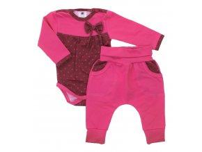 Kojenecká souprava Hippokids Puntík tmavě růžová.Body s dlouhým rukávem s bavlněnými kvalitními tepláčky pro děti.Oblečení pro miminka a pro děti. Česká výroba oblečení. Body s puntíky a mašličkou.