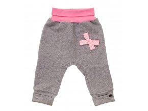 Kojenecké tepláčky se sníženým sedem Mašlička puntík, kojenecké a dětské tepláčky z teplákoviny. Oblečení pro miminka, kojenecké polodupačky s ohrnovacím pasem a nohavicemi.Srdíčko s puntíkatou růžovou mašlí
