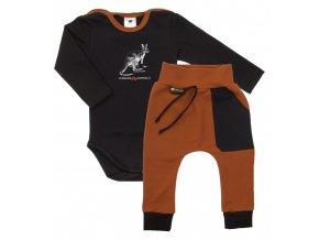 Kojenecká souprava body s dlouhým rukávem a tepláčky Pomoc Austrálii s klokanem. Oblečení pro miminka, kojenecké a dětské oblečení. klokan s mládětem. Dlouhý rukáv, černé body s hořčicovým lemem.