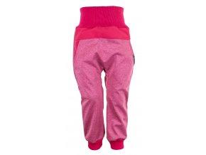 Zimní softshellové kalhoty Baby color růžová. Kojenecké a dětské softshellové kalhoty.Kojenecké a dětské oblečení. Kvalitní české oblečení. Růžové kalhoty. Kalhoty pro holky. Bavlněný náplet v pase.