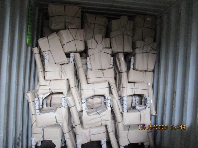 Hitra nakládá ve fabrice další kontejnery, zásoby pro vás nesmíme podcenit....