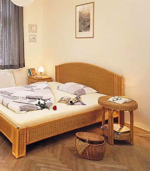 Kovová konstrukce - postel HITRA