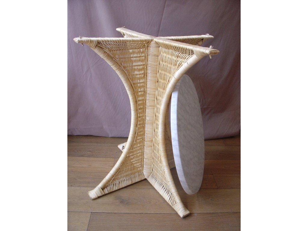 Ratanová podnož/stůl