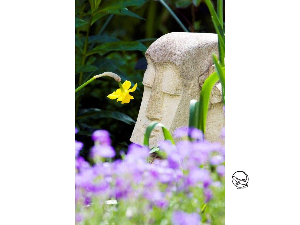 primitiv socha pískovec