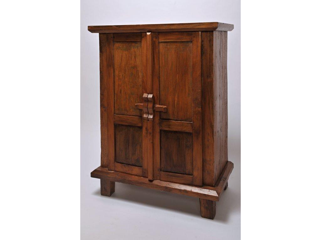 Dřevěná skříň RUJI