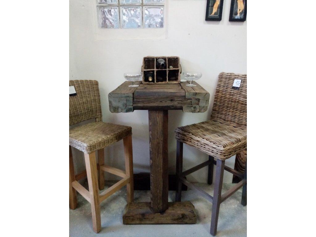 Dřevěný masivní barový stůl
