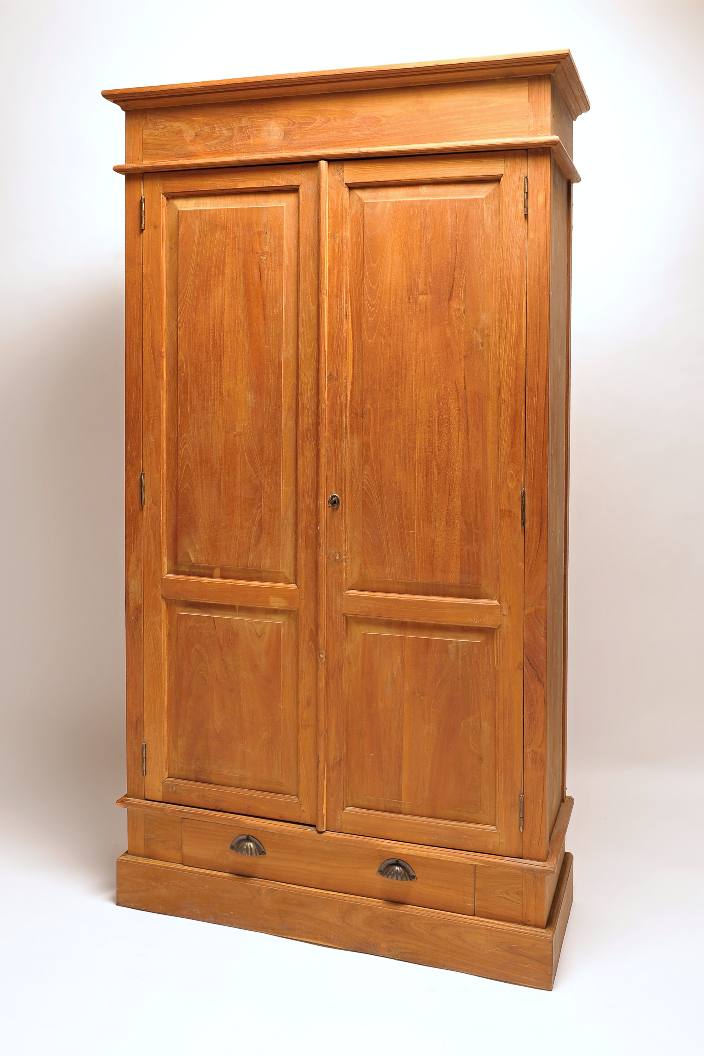 Dřevěná skříň Antik plná s policí a šuplíkem