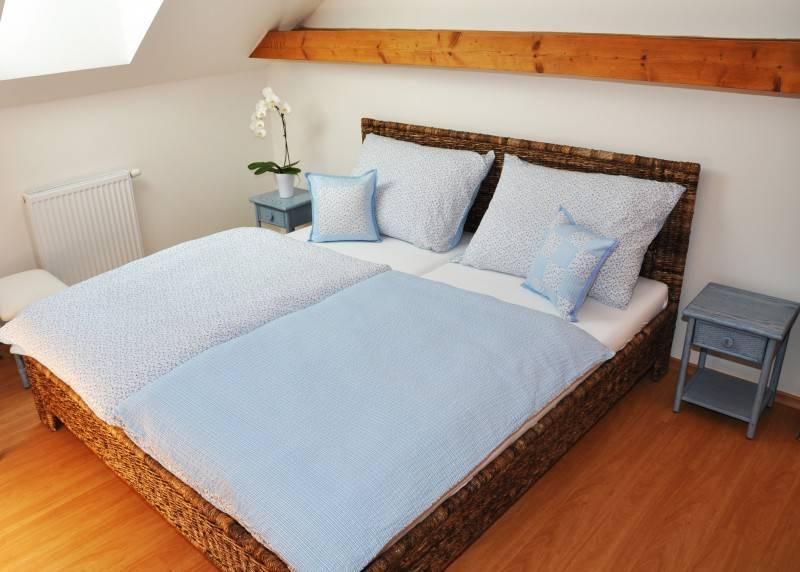 Manželská postel 180 banán