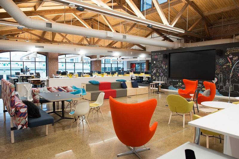 Jak si zařídit kreativní kancelář: Vše od barev až po konkrétní nábytek
