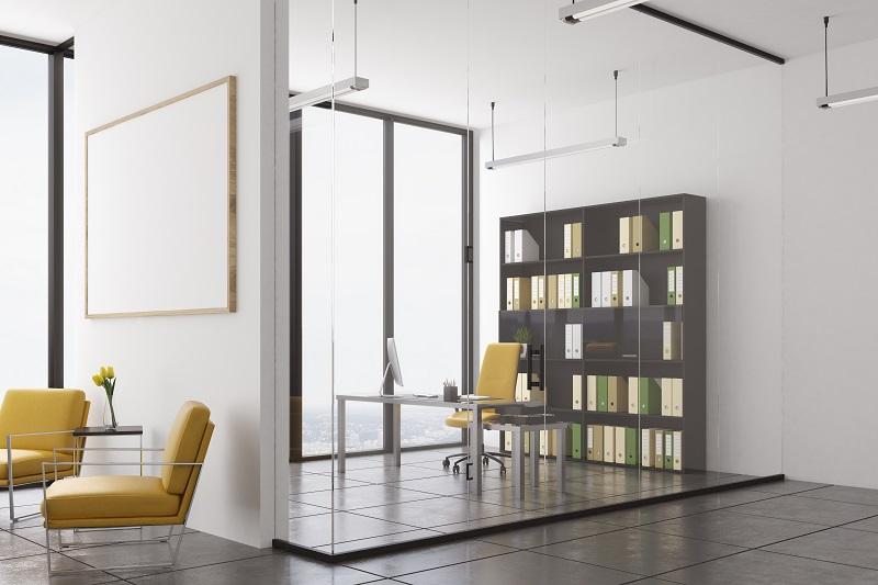 Kde nejlépe využít sklo v interiéru a jaké jsou jeho největší výhody?