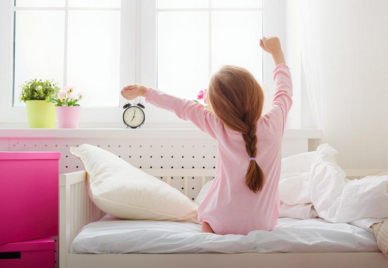 Dětská dřevěná postel se zábranou je osvědčená kvalita