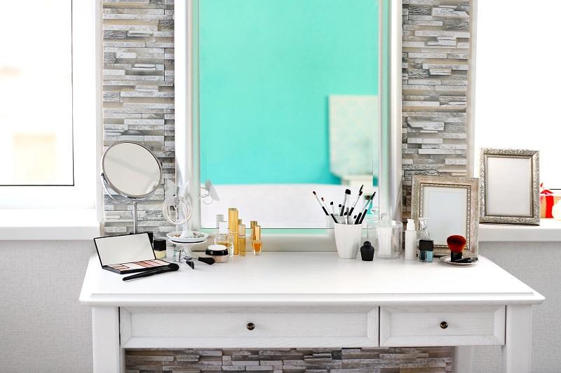 Toaletní stolek se zrcadlem bílý