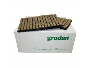 Kostky z minerální vaty (rockwoll) o velikosti 25x25x40mm v sadbovači po 150 kostkách, 18ks, Grodan.