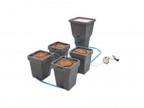 Samozavlažovací systém skládající se ze čtyř Waterfarem a hlavní nádrže, Waterpack ACS od GHE/TA.