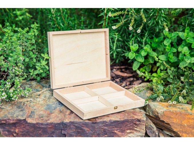 Malá dřevěná lékárnička