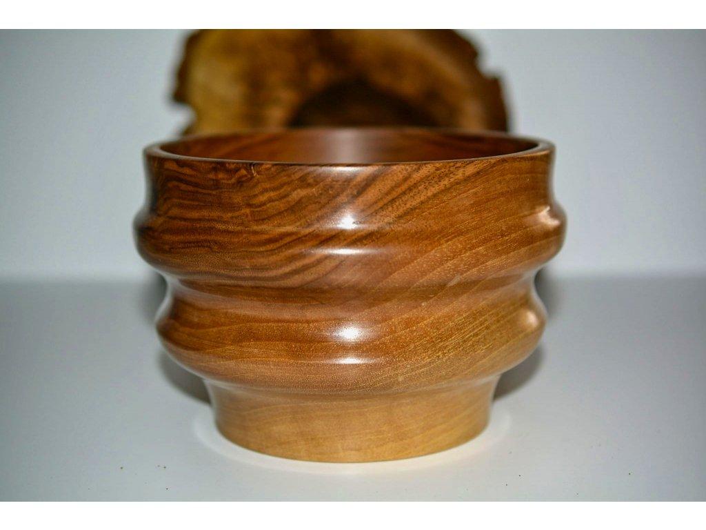 Vlnitá mísa z ořechu