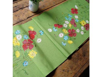 Malovaný  rozkvetlý běhoun na stůl