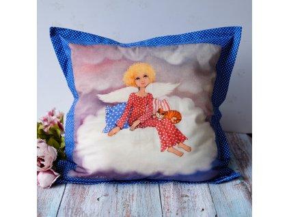 Anděíček sedící na obláčkul - polštář 50 x 50 cm bavlna