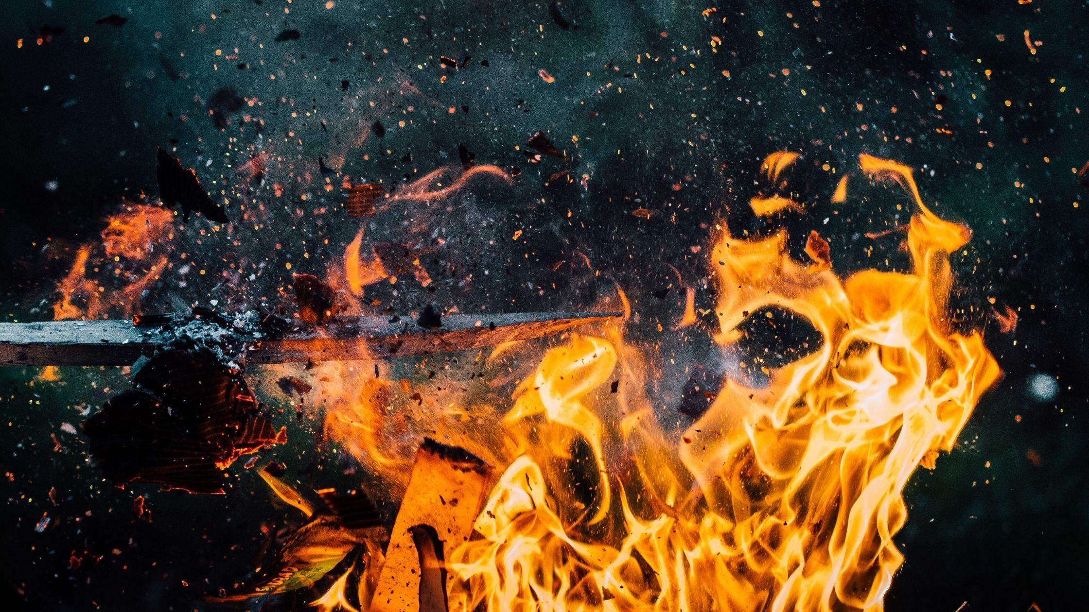 První krůčky s ohněm aneb jak na bezpečnou fireshow