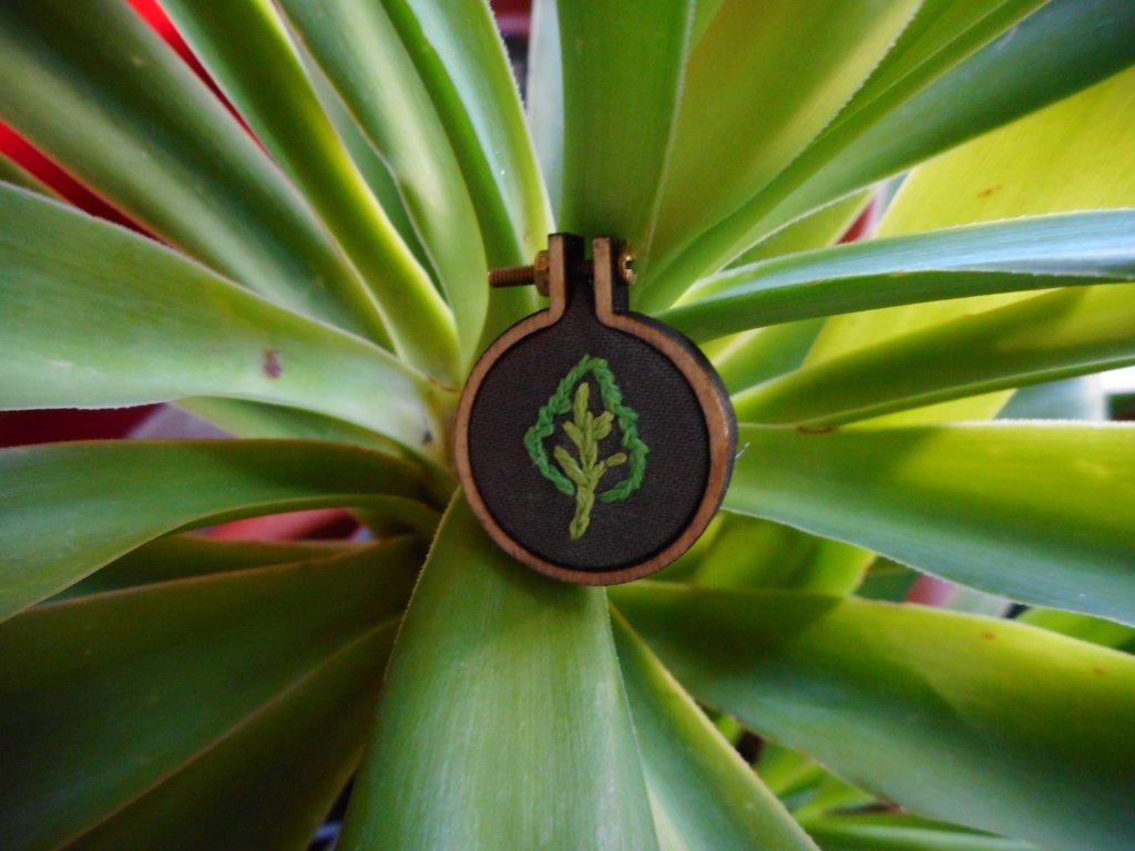 Přívěsek malý zelený list