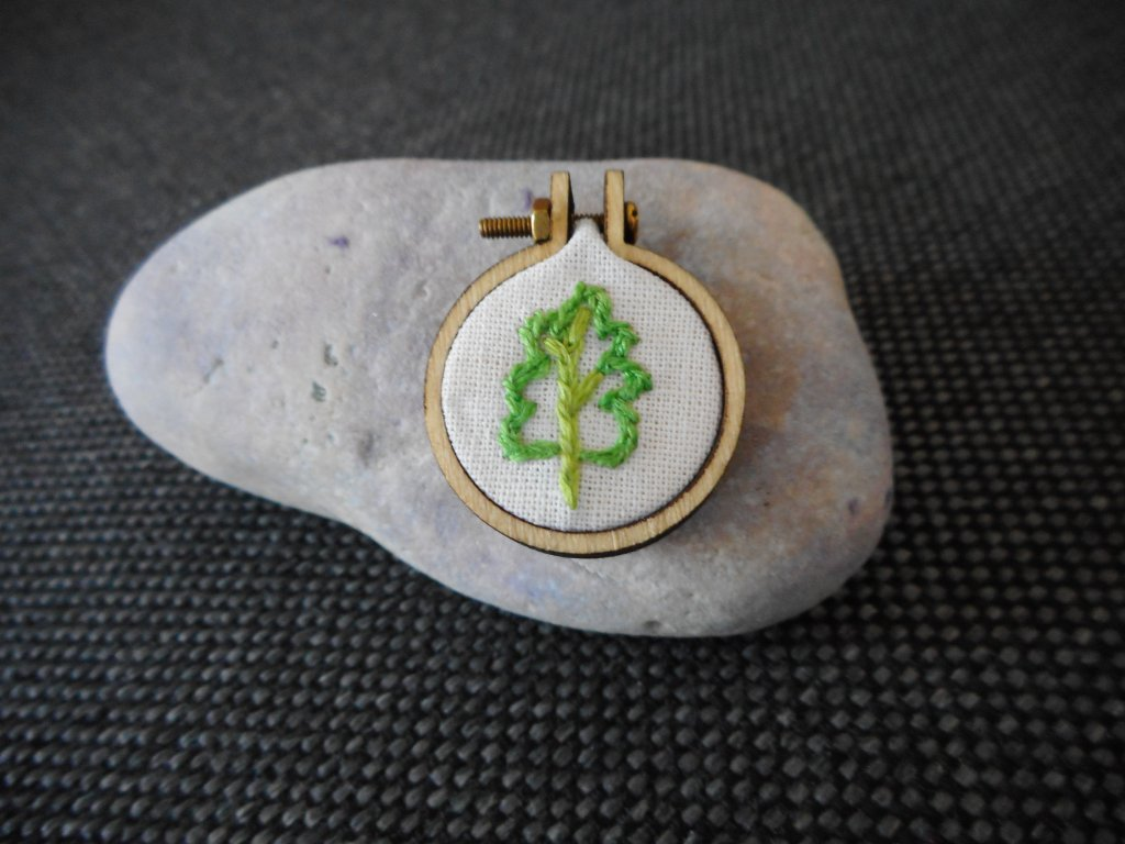 Přívěsek malý dubový lístek