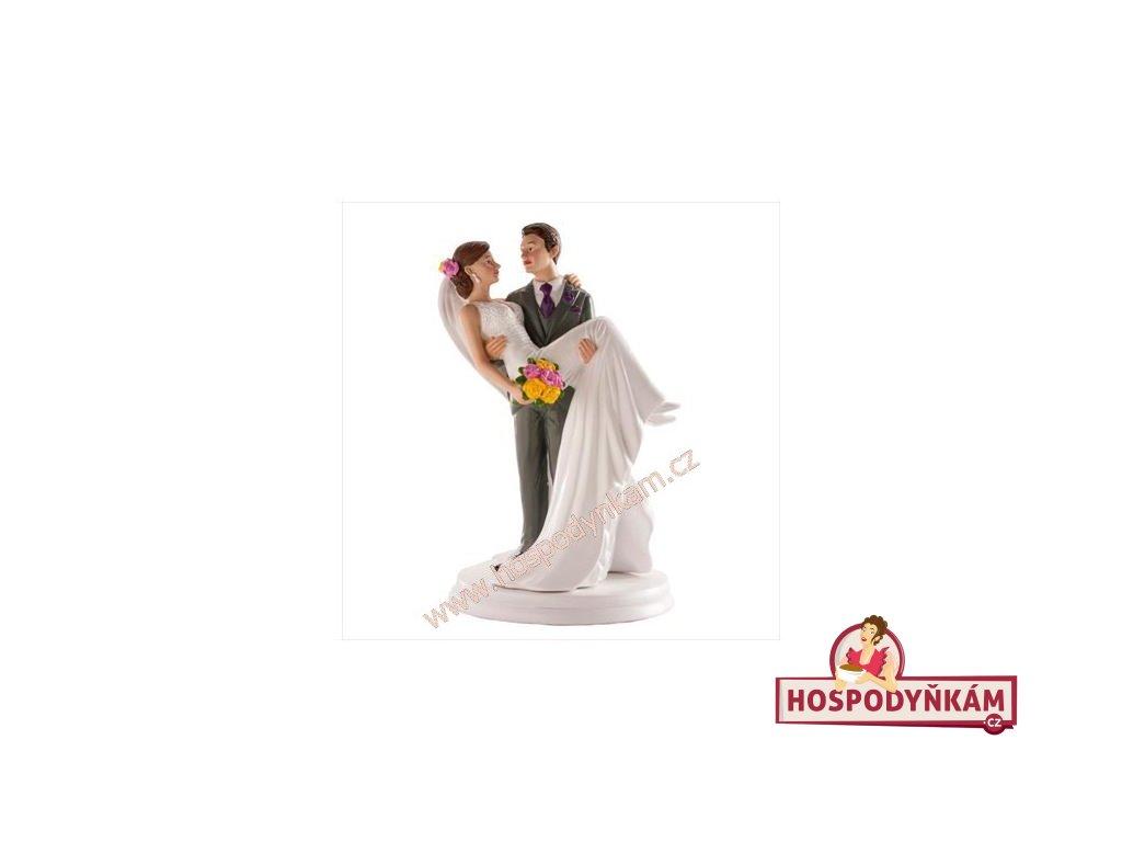 Figurka na dort - ženich držící nevěstu v náručí